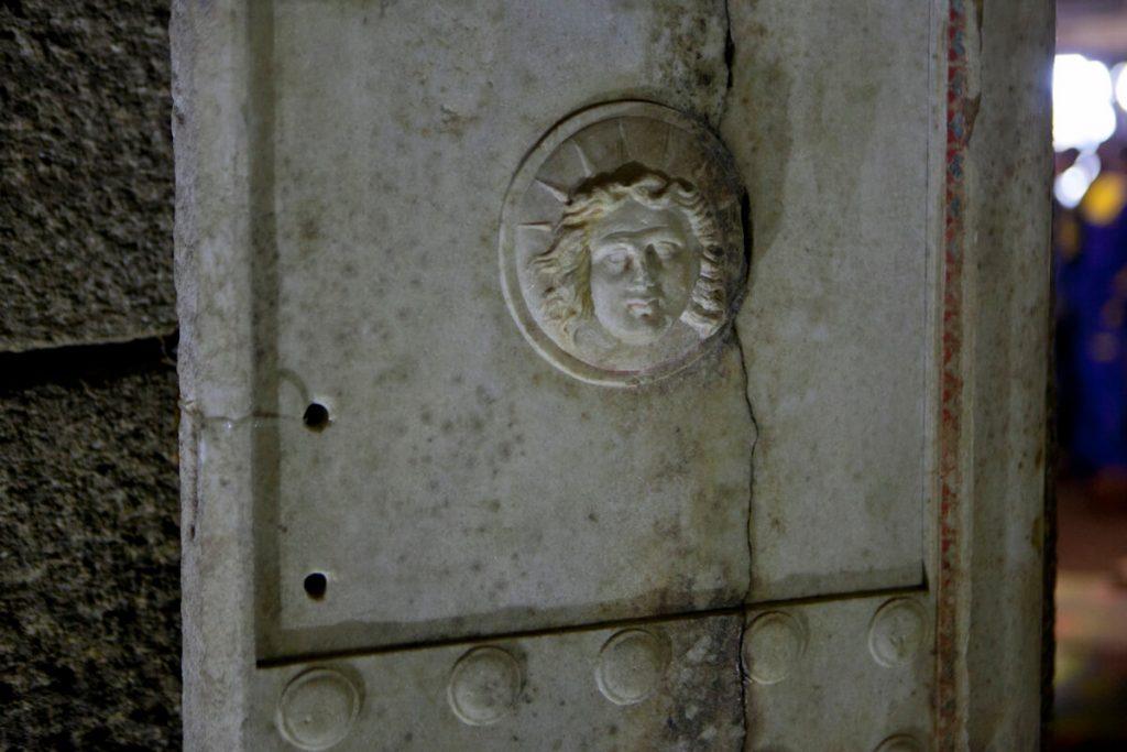 Част от архитектурата на гробницата
